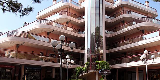 Crystal Palace Residence Hotel